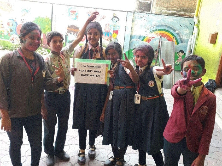 VLM students pledge to save water during Holi