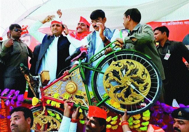 Akhilesh Yadav at an election rally in Jaunpur
