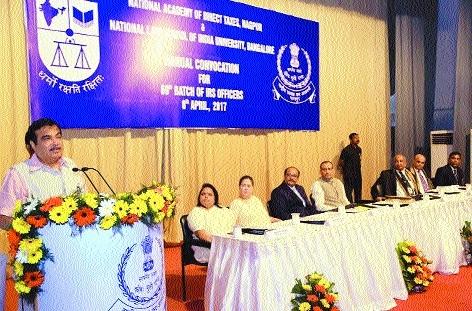 Officers should make corruption free decisions: Gadkari