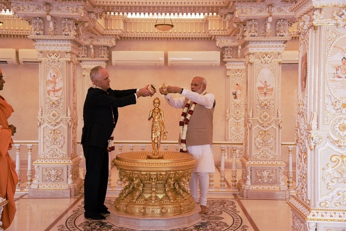 Modi, Turnbull take metro ride to visit Akshardham temple