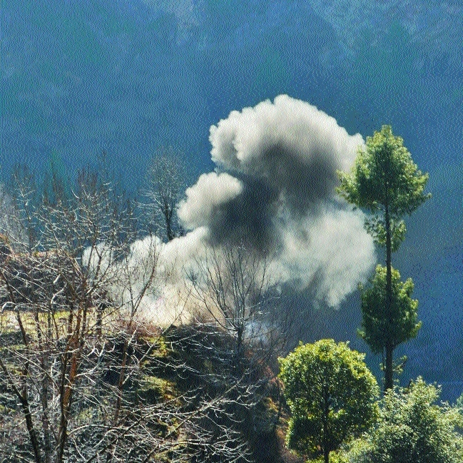Smoke billows out after a mortar shell LoC in Rajouri.jpg
