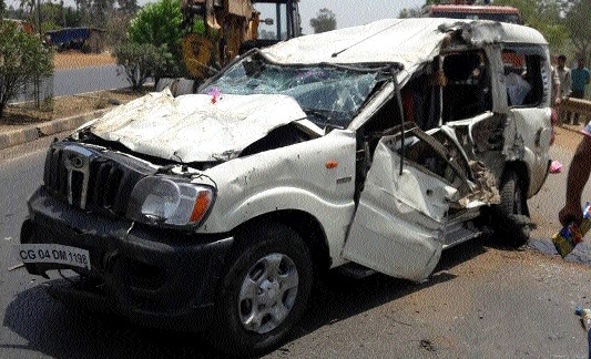 Two kids killed, 3 injured in ghastly road mishap