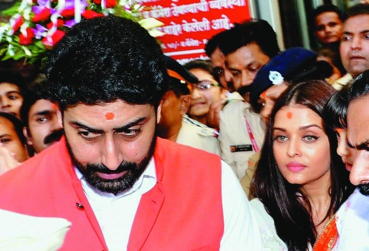 Abhishek and Aishwarya  visiting Siddhivinayak Temple in Mumbai.jpg
