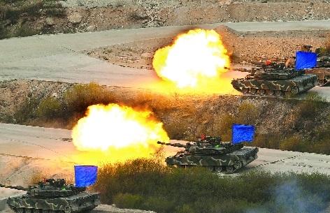 K1A2 tanks firing South Korea and US.jpg