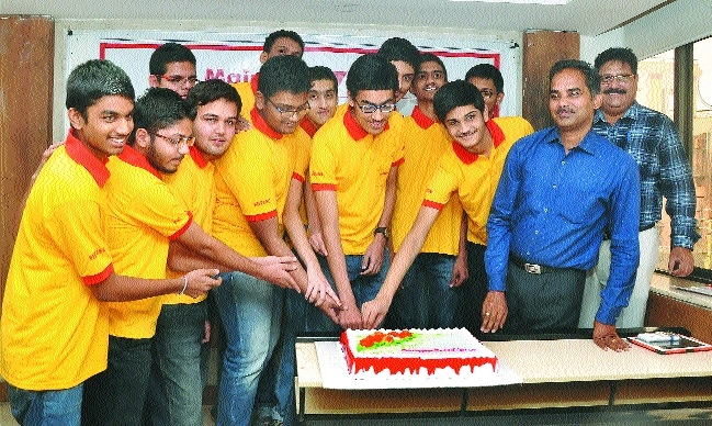 FIITJEE Nagpur Centre's Praagy Rastogi AIR 44 is Vidarbha topper in JEE Main