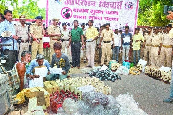 Police checking a largeliquor PatnaBihar.jpg