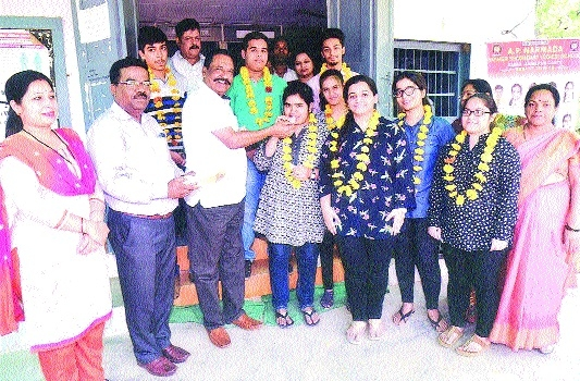 A P Narmada School students excel in MPBSE Board, bring laurels