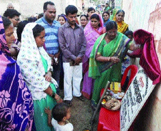 Mayor Chandrika Chandrakar performs bhoomipujan for construction of drains