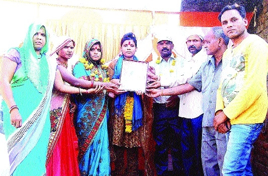 Swati Banshkar feted for securing meritorious position in MP Board