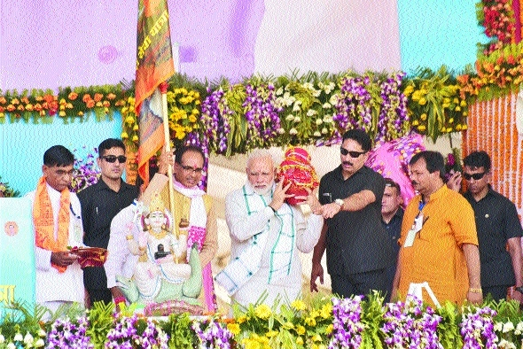 PM urges MP Govt to share Narmada conservation plan with other States