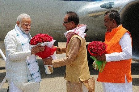 Chouhan receives PM Modi at Dumna airport