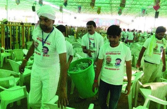 Volunteers help to clean Narmada