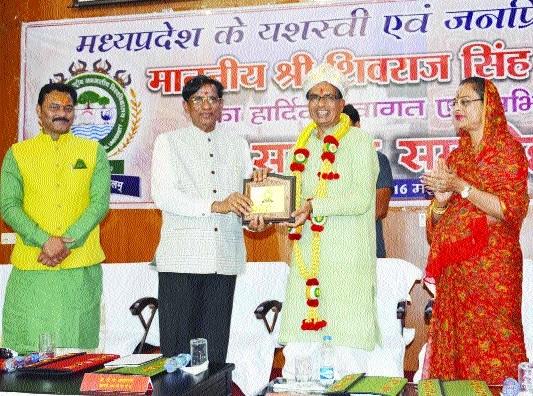 CM Chouhan praises IGNTU's vision, research