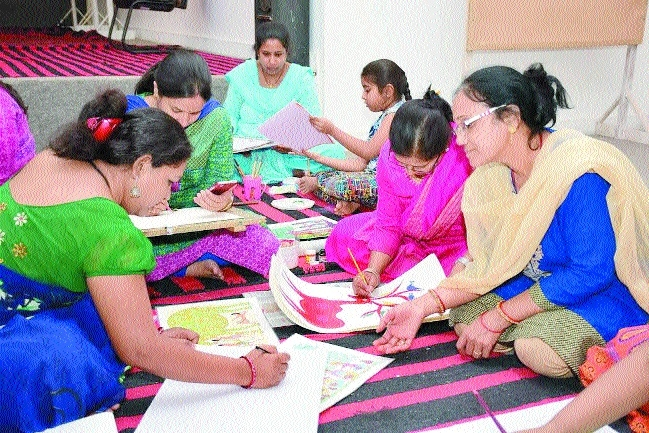 Youngsters learning Bhil paintings under Do and Learn workshop