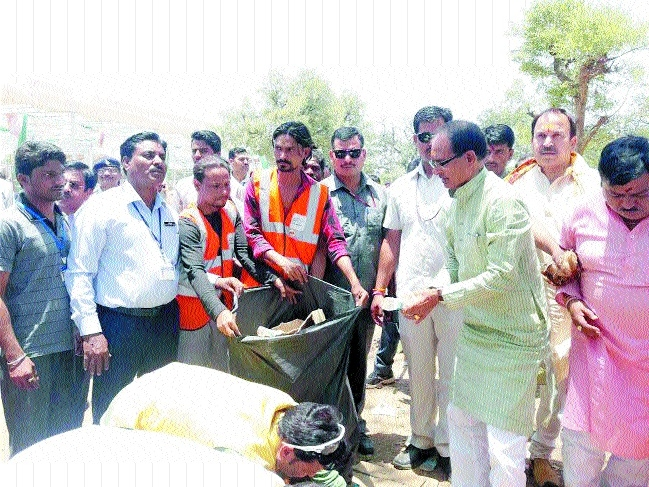 CM sets example of cleanliness