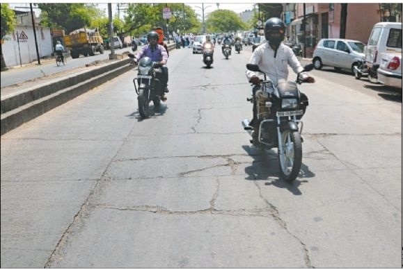 Cement road develops crack within5years