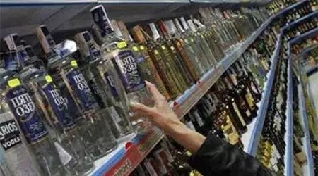 Youth, man involved in illegal liquor trade held