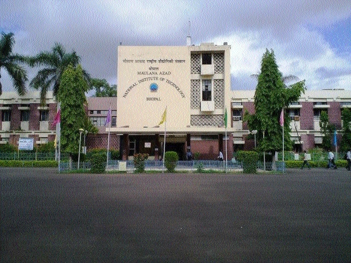 MANIT director asks to improve internet connectivity in campus