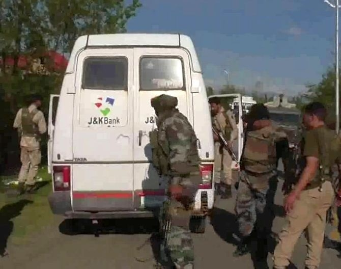 7 killed as terrorists attack bank cash van in Kashmir