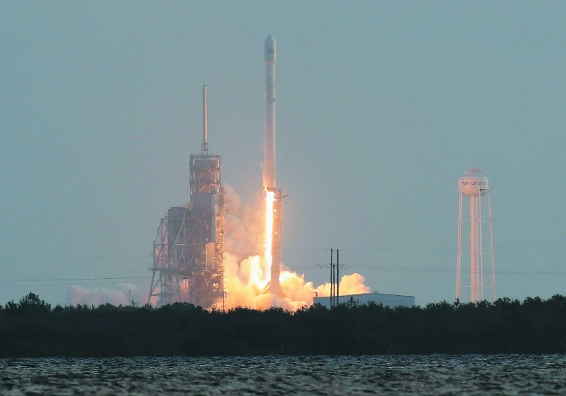 SpaceX Falcon 9 rocket launches Florida.jpg