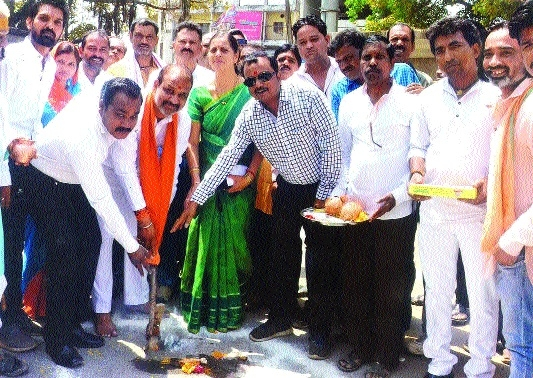 Mayor, others perform bhoomipujan for road