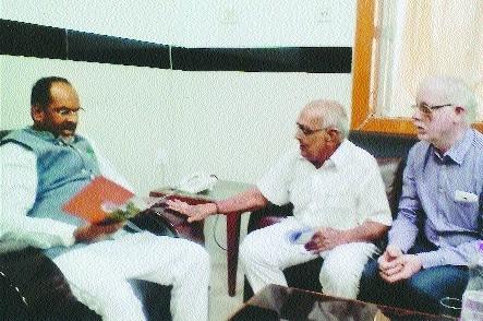 Provide financial help to Gaurakshan Sansthas for maintaining cattle'