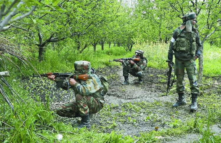 Armymen attacked during massiveop to flush out militants in Kashmir