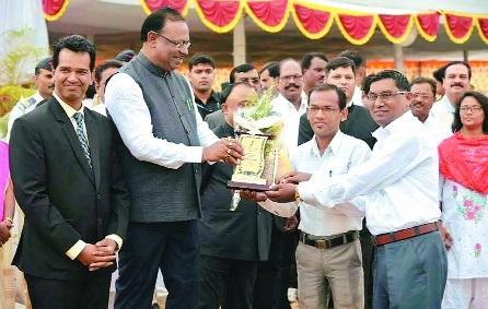Anand Bahu-uddeshiya Yuva Samajik Sanstha gets best organisation award