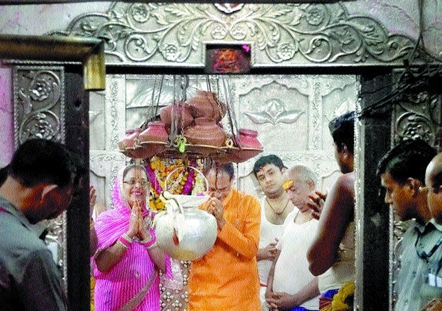 CM Chouhan performs Mahakaal Abhishek on marriage anniversary
