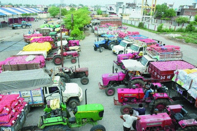 Now, Mandi traders go on strike; farmers in a fix