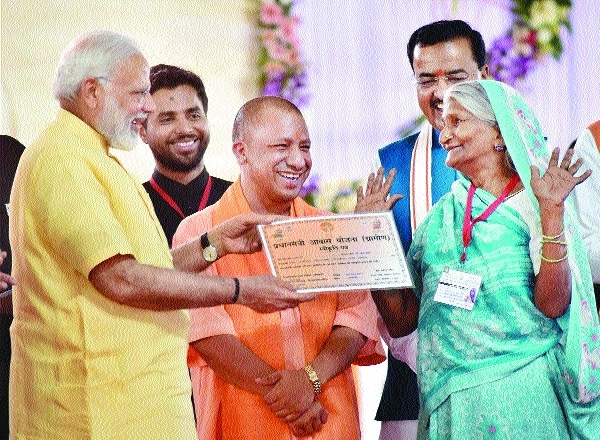 P M Modi distributing Letter to beneficiary of PMAY.jpg