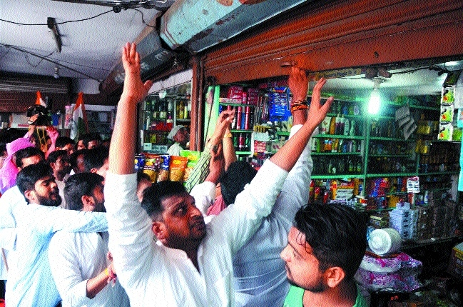 Sporadic protests in city, Cong closes market