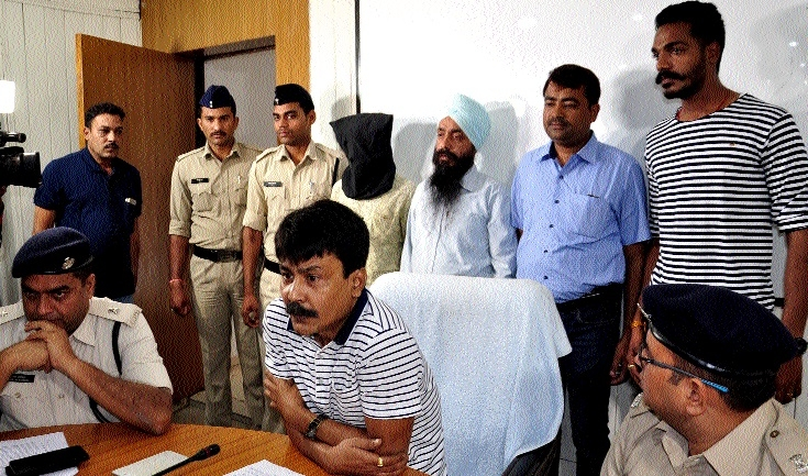 2 of inter-state truck lifters gang arrested
