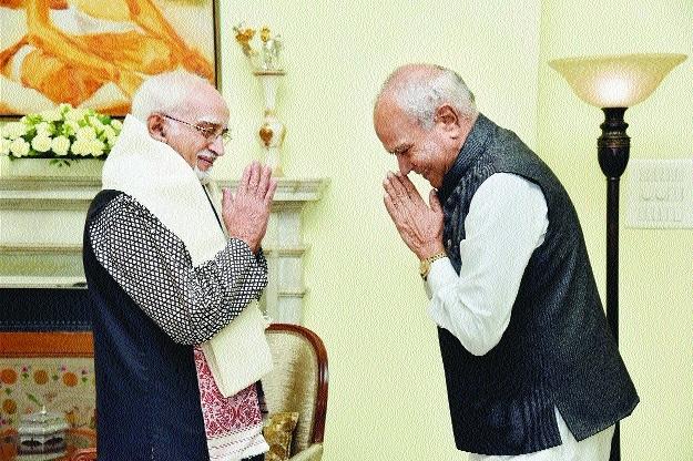 Banwarilal PurohitandHamid Ansari exchange greetings.jpg
