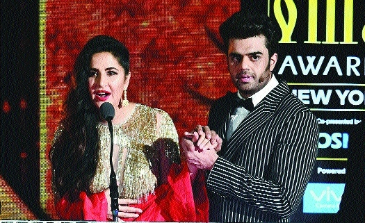 B'wood stars brave rain on IIFA green carpet