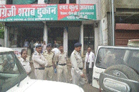 Excise Deptt raids, seals 20 shop-bars