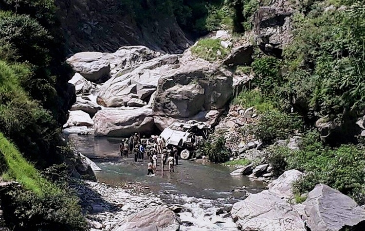 17 Amarnath pilgrims killed in bus accident
