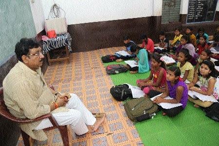 Minister Vijay Shah inspects school, hostel at Maharajpur