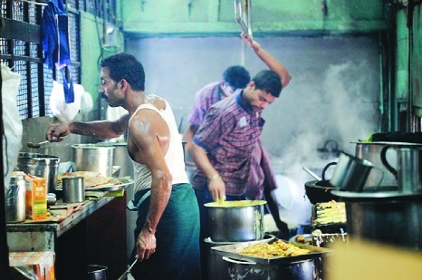 Rlys serving food unfit for humans: CAG