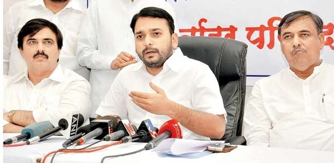I-T raids on Avinash Bhosale, Mah Youth Cong chief Kadam