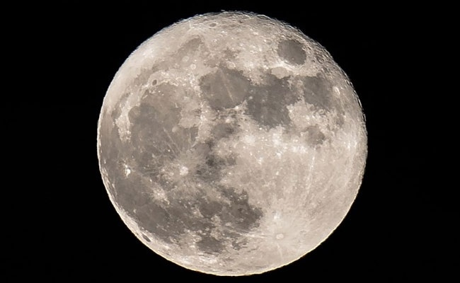 Moon may have water trapped under its surface: Scientists