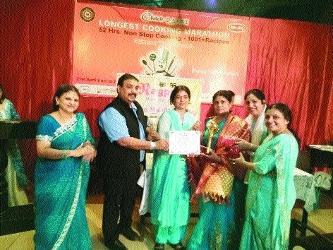 Nagpur Mahila Club celebrates foundation day, felicitates chef Vishnu Manohar