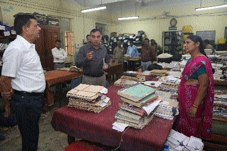 Collector on surprise inspection of courts