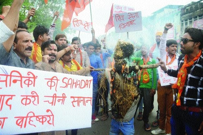 Shiv Sena activists burn Chinese President's effigy