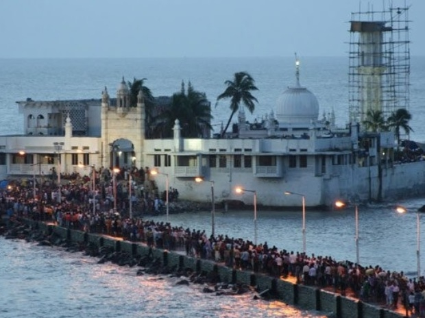 SC grants last chance to Mah to remove Haji Ali encroachments