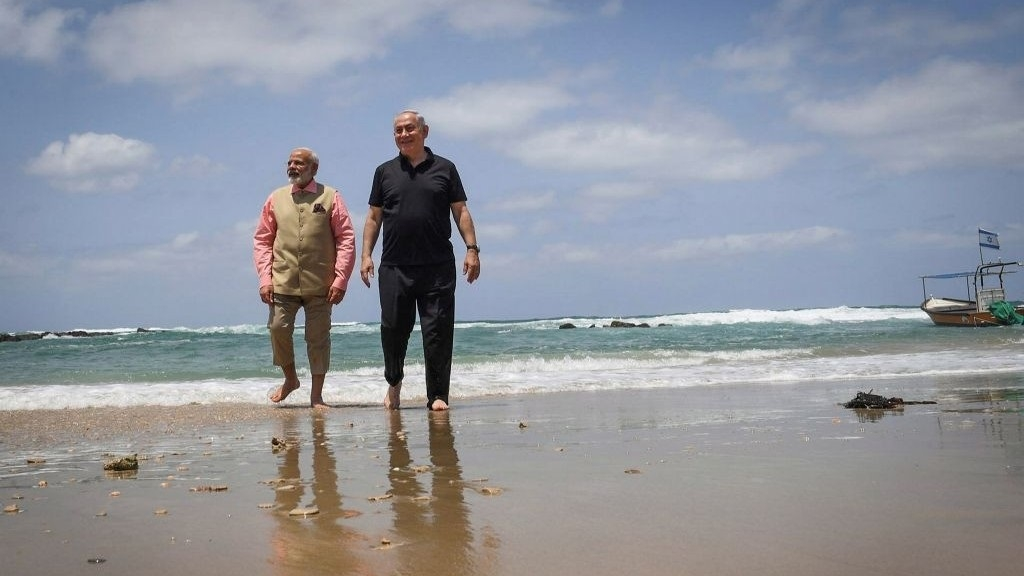 Modi, Netanyahu make waves with barefoot stroll on beach