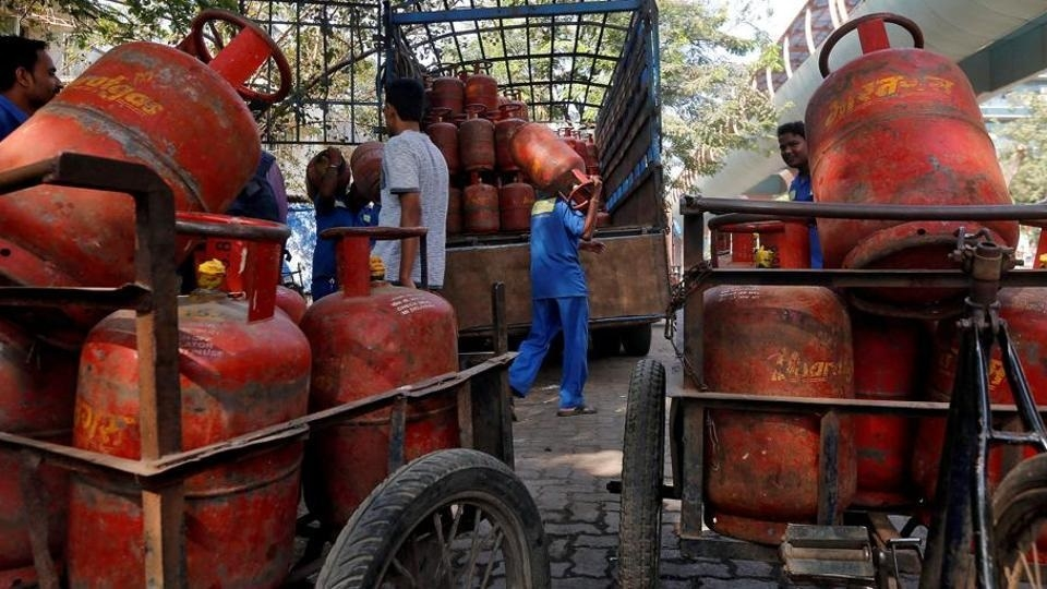 LPG prices to be hiked by Rs 4 every month
