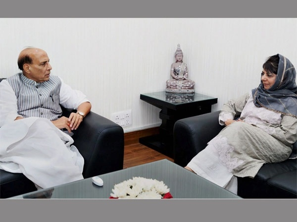 Mehbooba meets Rajnath amid debate over J&K special status