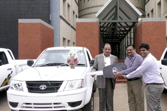 Jaika Automobiles delivers 5 Tata Yodha to Indian Broiler Group at R'gaon