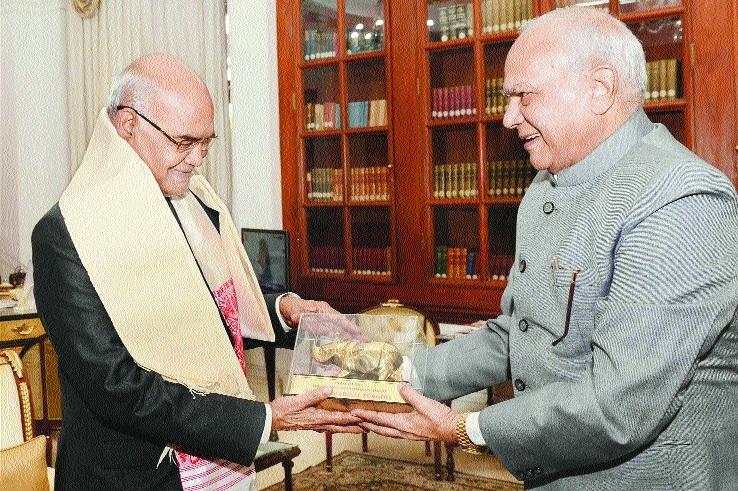 Purohit paid courtesy visit toNew  President Kovind.jpg